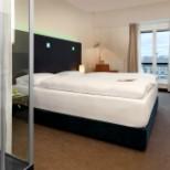 Zimmer mit Vorhang